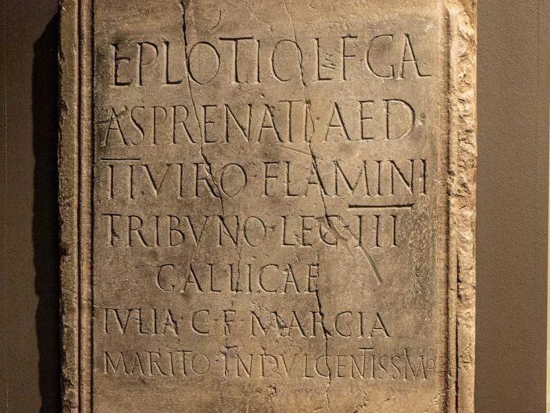 Museu historia girona frau freibeuter reisen roemische steinplatte