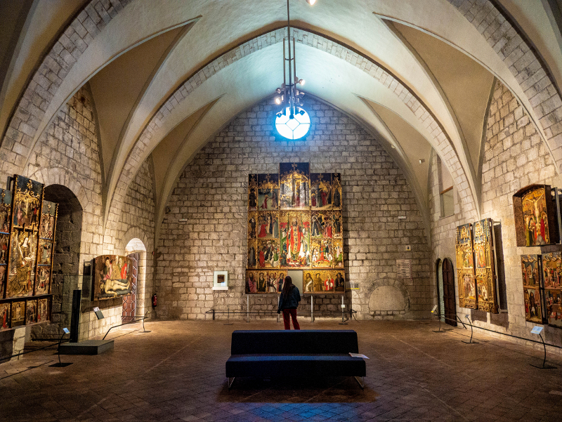 museu d art girona frau freibeuter reisen altarbild