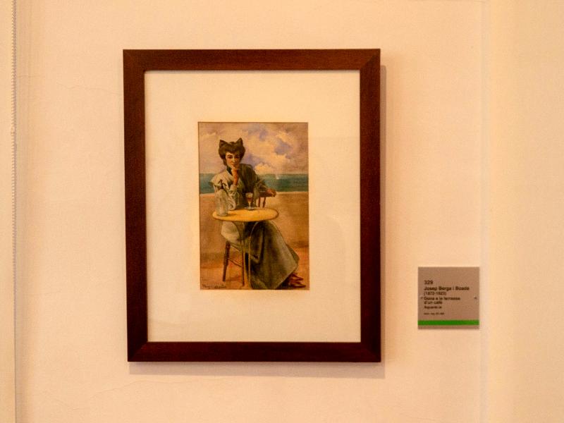 museu d art girona frau freibeuter reisen frau auf der terrasse kaffee trinkend