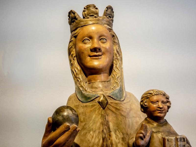 museu d art girona frau freibeuter reisen lachende Madonna