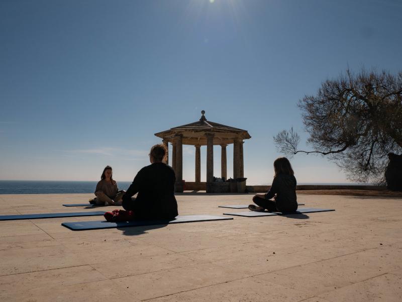 mindful travel costa brava freibeuter reisen meditation