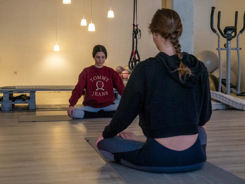 mindful travel costa brava freibeuter reisen yoga kurs