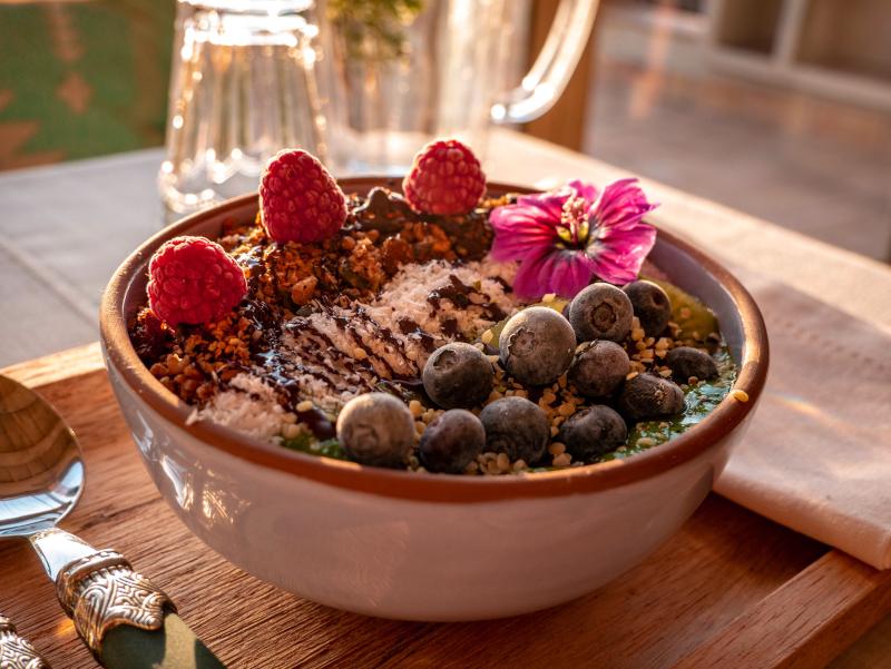 muesli fruehstueck healthy stay arkhe pals mindful travel costa brava freibeuter reisen