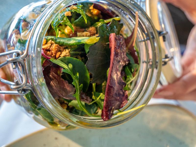 S'Agaró cami de ronda platja d aro freibeuter reisen restaurant salat
