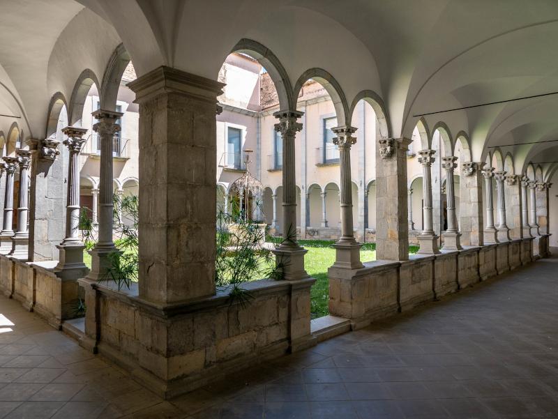 banyoles kreuzgang museum