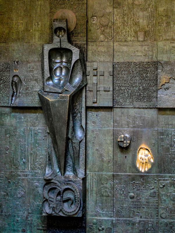 porta sant Jordi subirachs