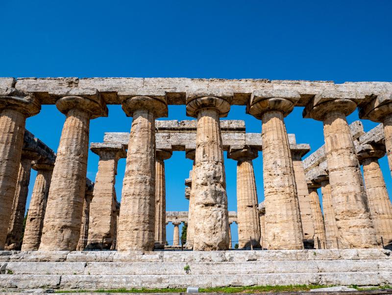 hera tempel basilika paestum poseidonia