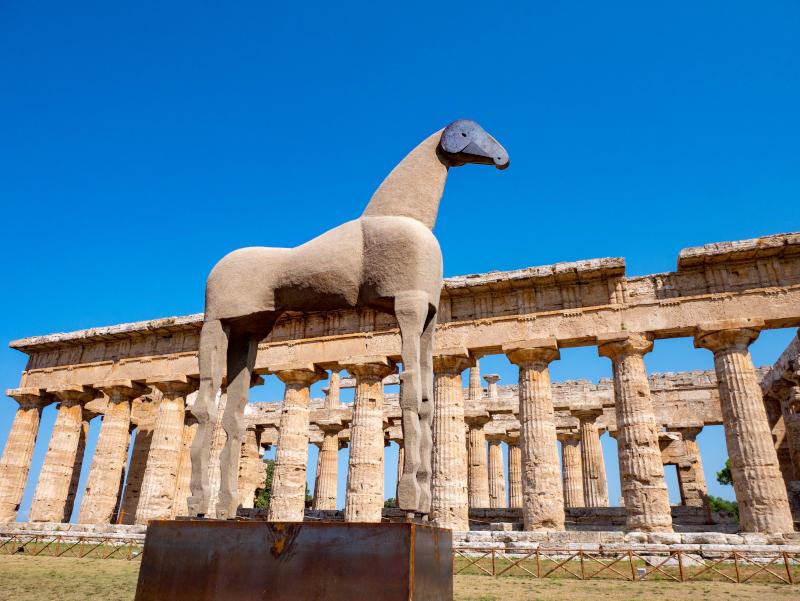 mimmo paladino pferd aus sand cavallo paestum poseidonia