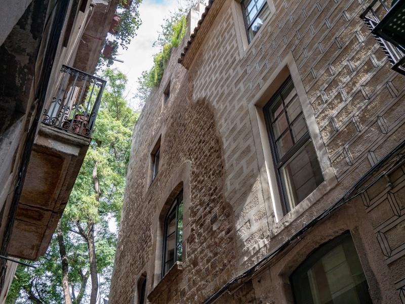 barcelona reisende haeuser