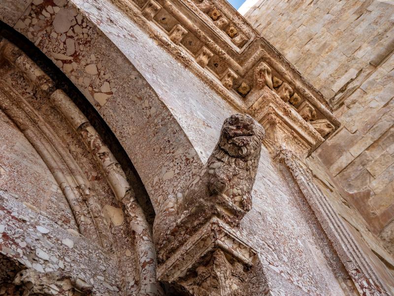 castel-del-monte rote steine