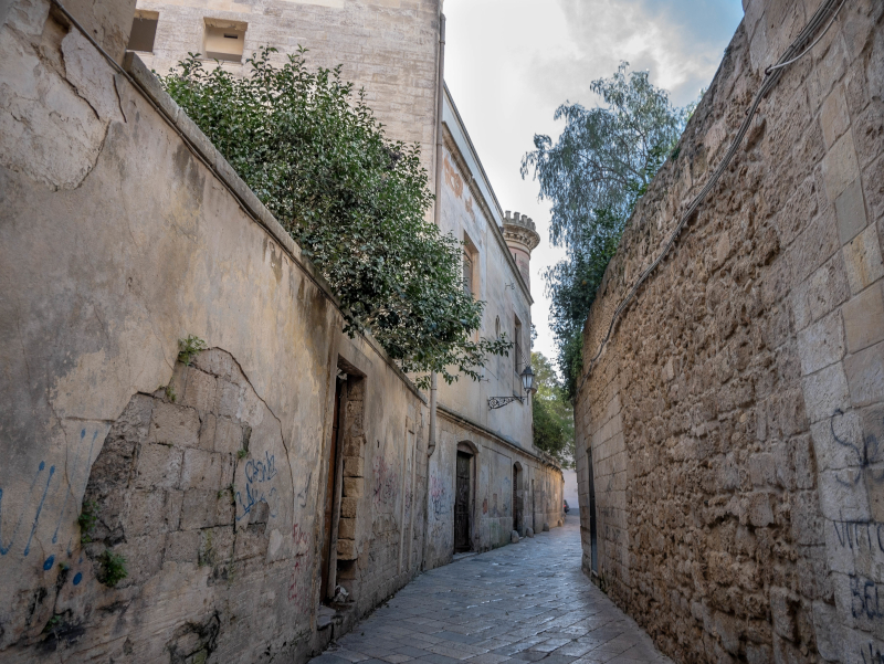 altstadt gasse in lecce