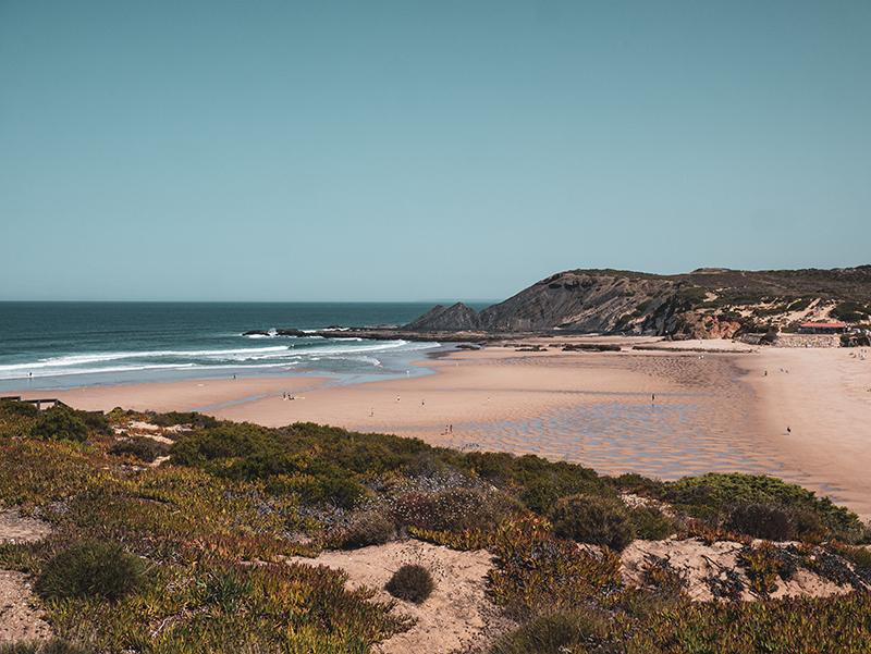 Praia do Amoreira flussmuendung ribera de aljezur