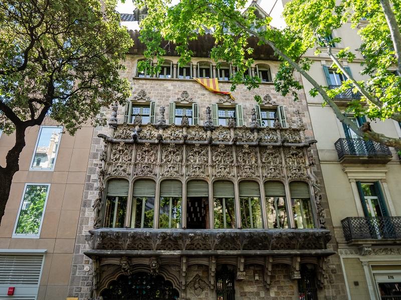 balkon mansarde palau baro de quadras barcelona barcelona