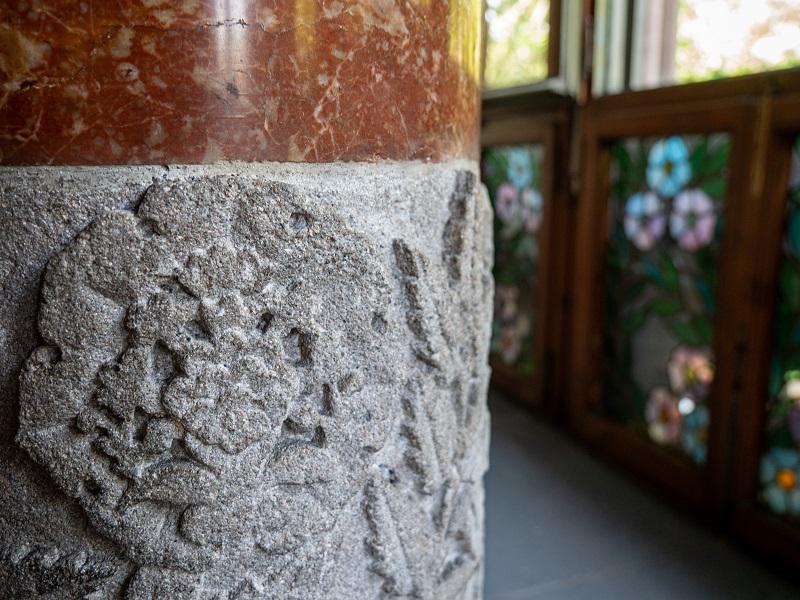 detail palau baro de quadras barcelona