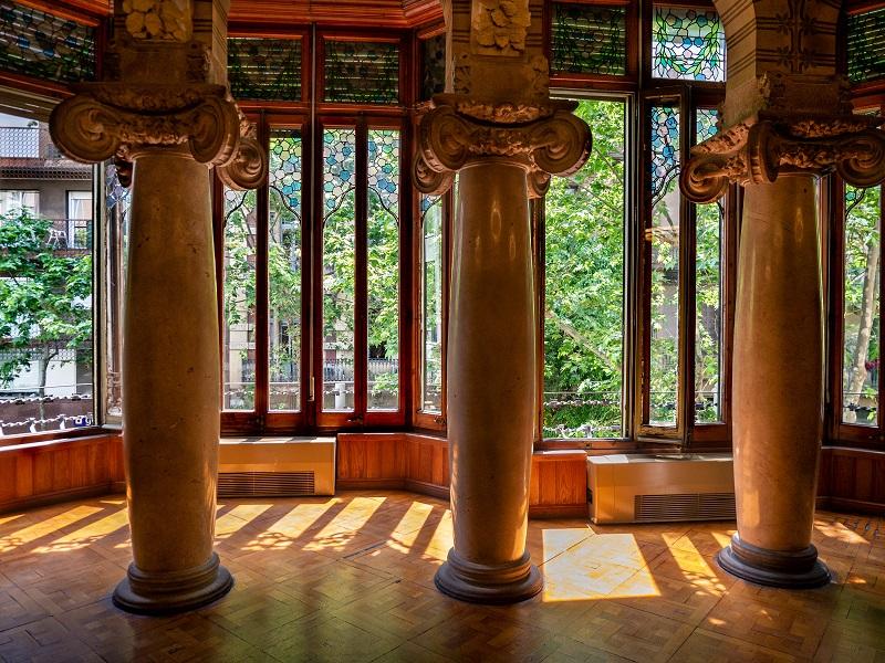 säulen palau baro de quadras barcelona
