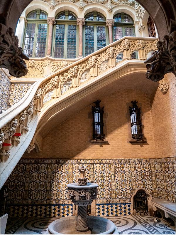palau baro de quadras barcelona treppenhaus